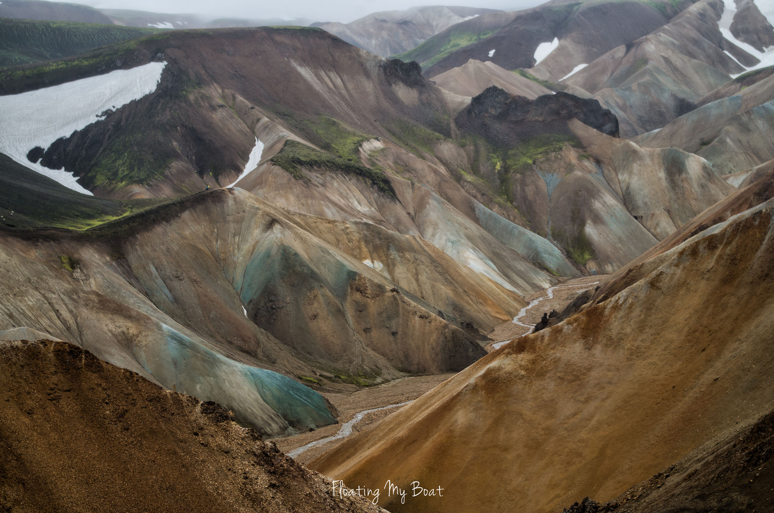 solo-travel-iceland-colourful-mountains-landmannalaugar