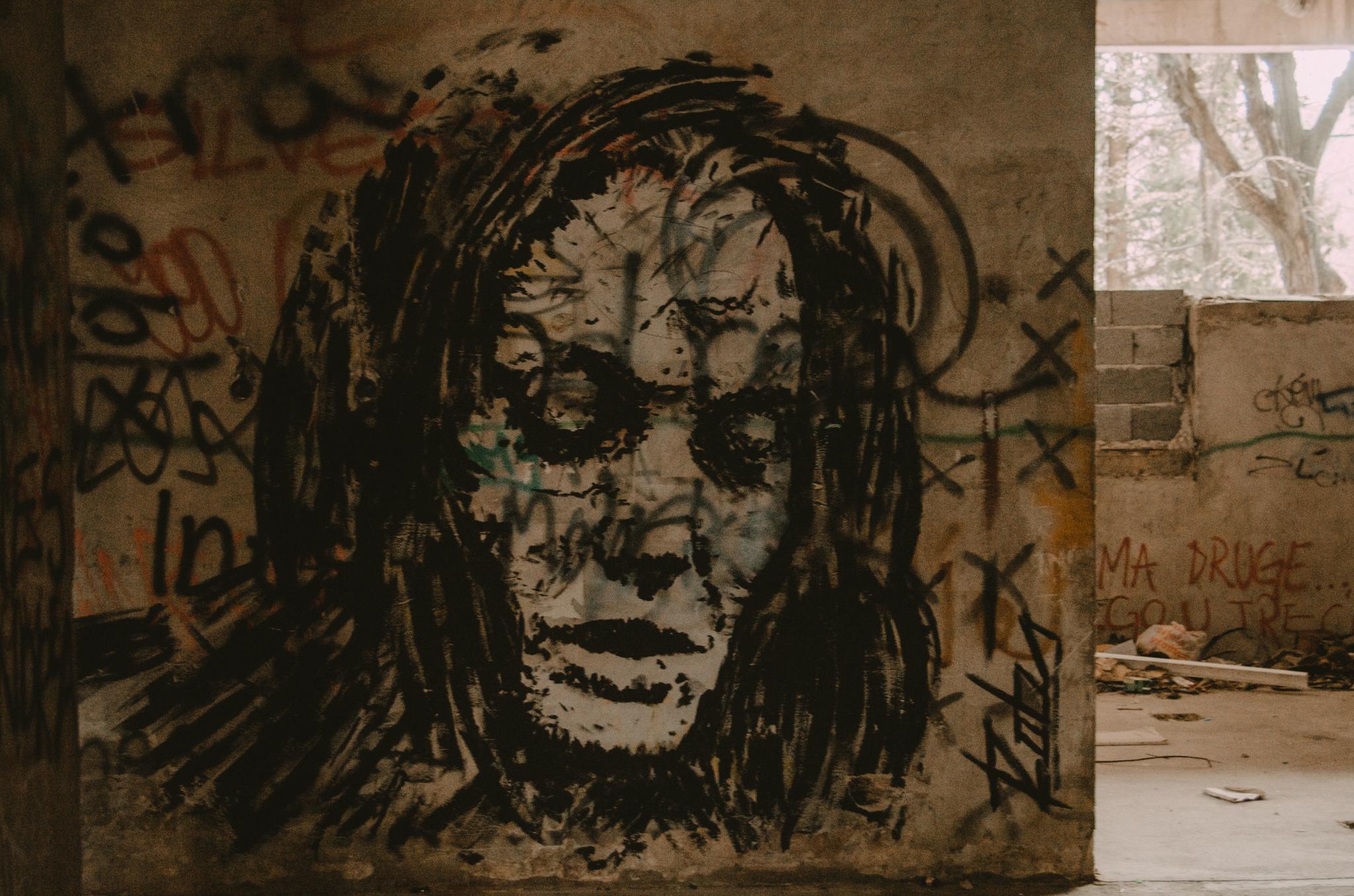 mostar-street-art-wieza-snajperow-bosnia-i-hercegowina