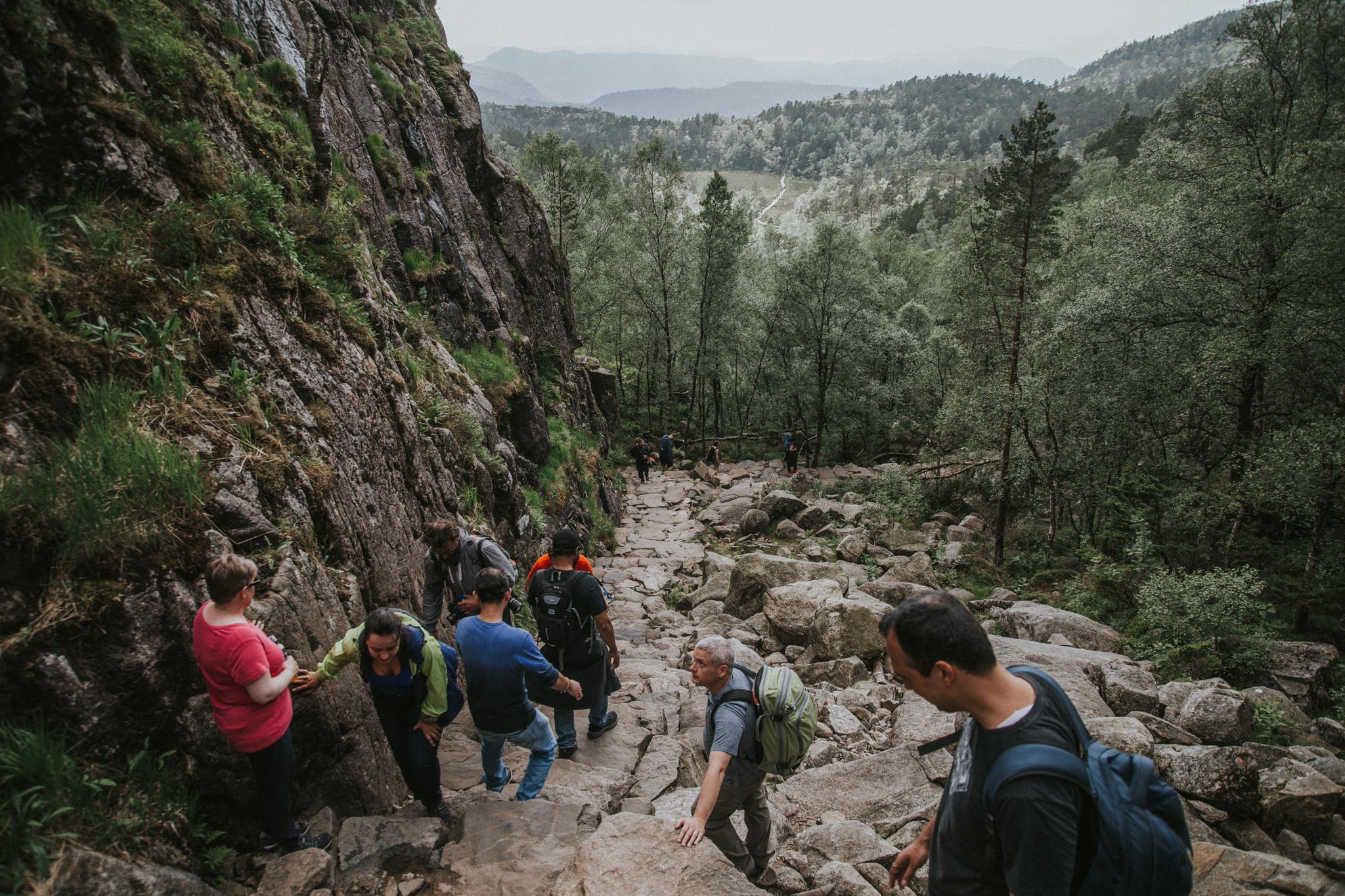 trekking-preikestolen-norwegia-wedrowka-na-polke-skalna