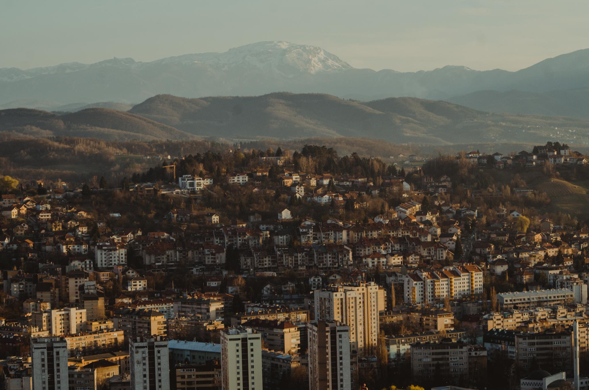 avaz-twist-tower-zachod-slonca-panorama-sarajewo-punkty-widokowe